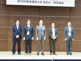 左から2番目が長谷川、中央はJIEP会長 益 一哉 東京工業大学学長