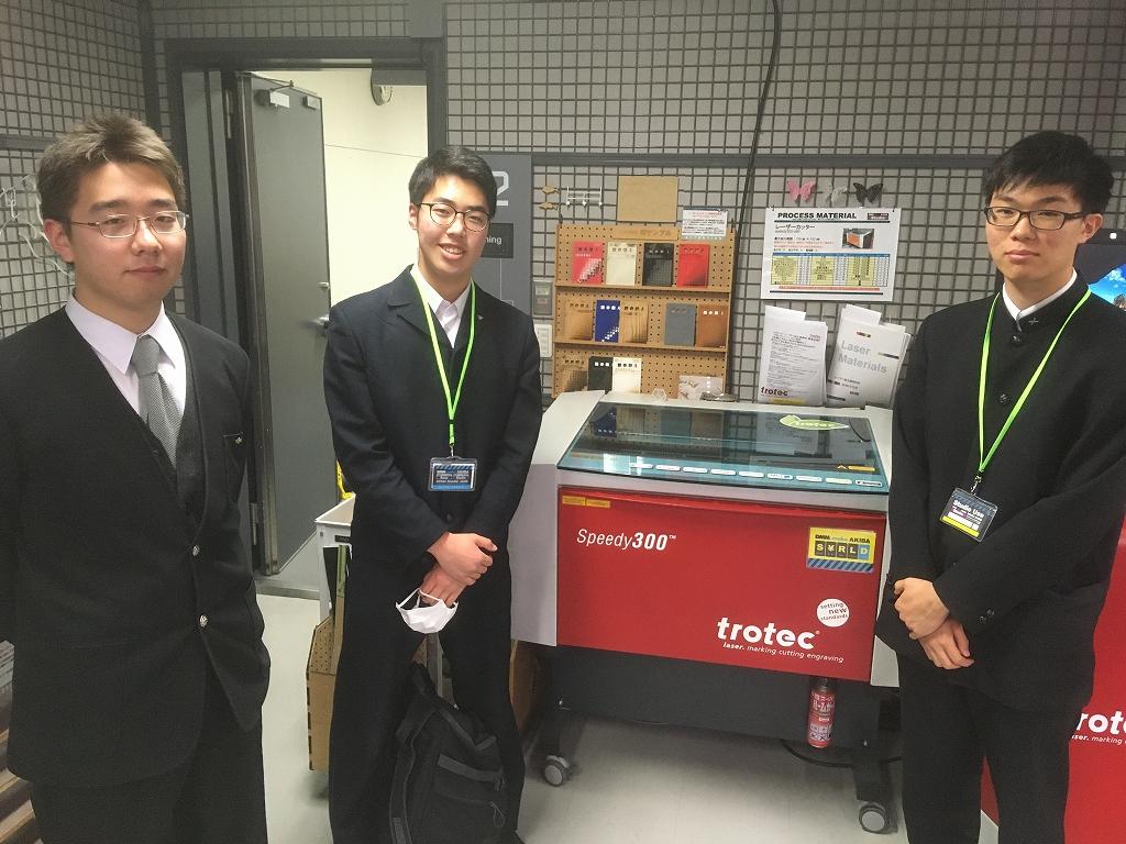 今回取材に対応してくれた廣田さん(中央)と梁さん(右)、そして製作班の蛯原さん(左)